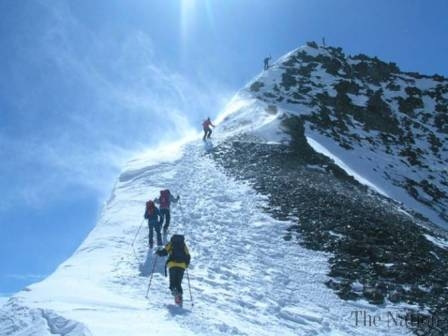 Nepali , Pakistani  mountaineers summit Mount K2