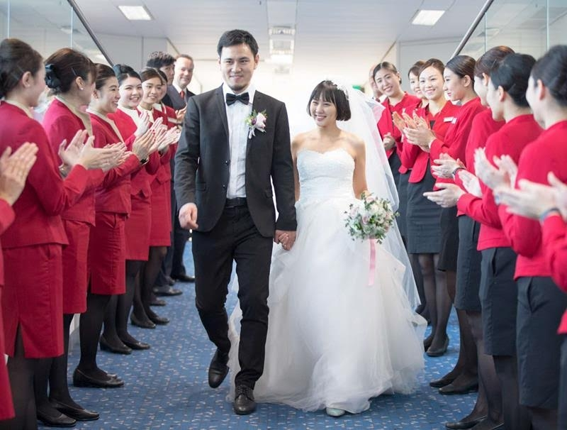 Cathay Dragon hosts 'Marriage in the Air' at 35,000 feet