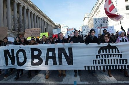 US travel ban decision suspended, airlines allowed people to board flights to United States