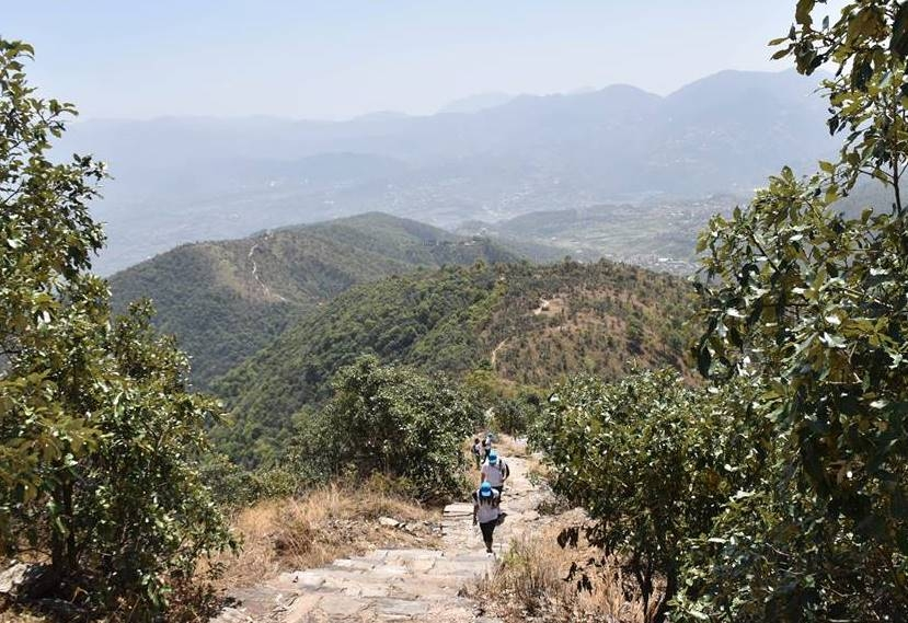 Travel professionals participate in China – Nepal tourism friendship hiking