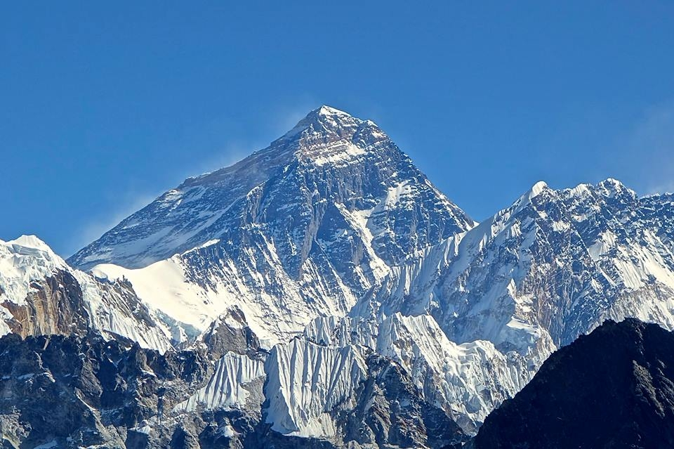 Climbers scale world's highest peak Mount Everest