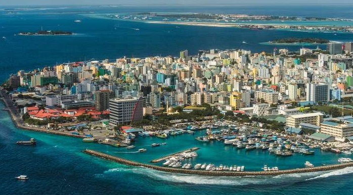 Maldives seek to project calm ,tourists told to stay away